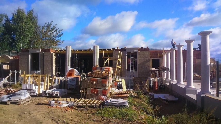 Фото процесса элитного строительства коттеджа